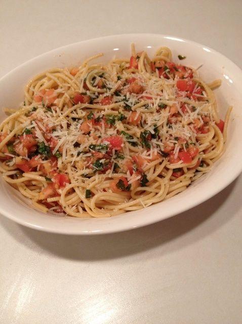 Cómo hacer tomate y albahaca Pasta Receta