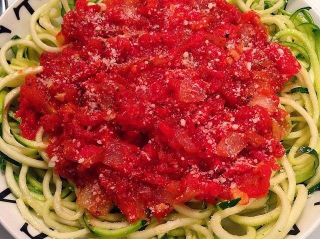 Cómo hacer tomate albahaca Zoodles Receta
