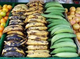 Para esta receta que desea plátanos verdes (en la foto a la derecha). No los amarillos o negros (aunque los que se puede utilizar para otras recetas como platanos maduros cubanos). Una vez más, desea que los muy verdes.