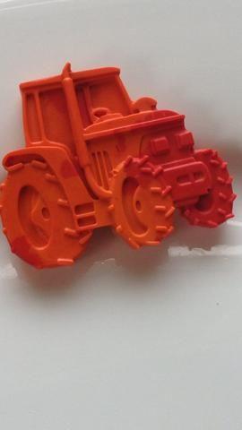Y aquí's a finished tractor crayon.