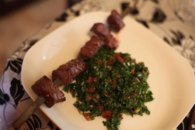También, Tabouli es una ensalada de perejil abundante saludable que tiene todas las cualidades de un oriental delicia hora de comer media. Ello's a huge favourite with BBQ meat as pictured above. Great for dieters.