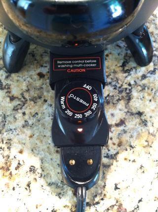 Establecer freidora a 250-300 grados y cocinar papas fritas por alrededor de 3 minutos. Esto es, para simplemente ligeramente cocinados
