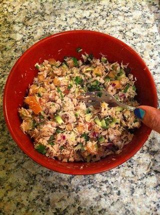 Añadir las verduras para el atún destrozado y mezclar bien ...