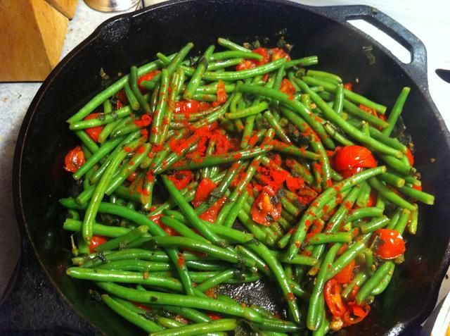 Añadir el pimentón ahumado, más pimienta molida y revuelva en bueno ... Simmer otro 8 a 10 minutos y ya está listo para comer! ...