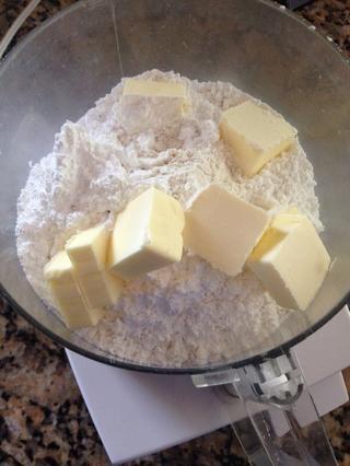 Añadir: 9 TB de mantequilla y el pulso para incorporar