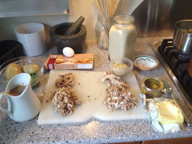 A la derecha los ingredientes para un plato de degustación curry. En los ingredientes que quedan para un pastel de pollo.