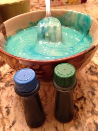 Tomar 4 gotas azules, 1 gota verde. Hacer