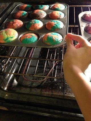 Pegue un palillo en, si el palillo salga limpio después de su cocinado.