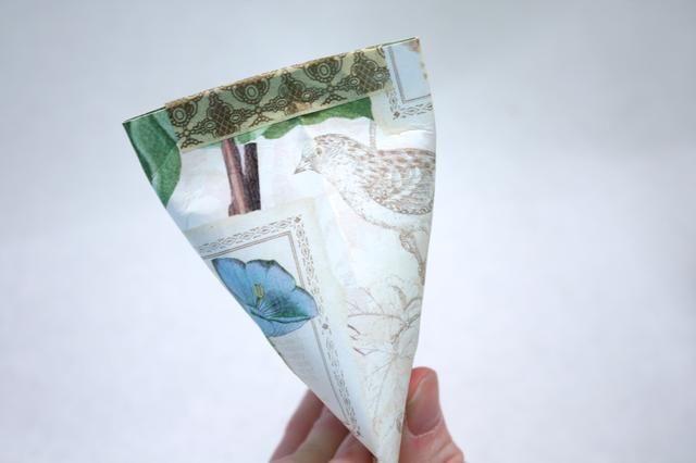 Ahora grapa las láminas superior o si usted está preocupado por los pequeños dedos, utilice un poco de cinta washi
