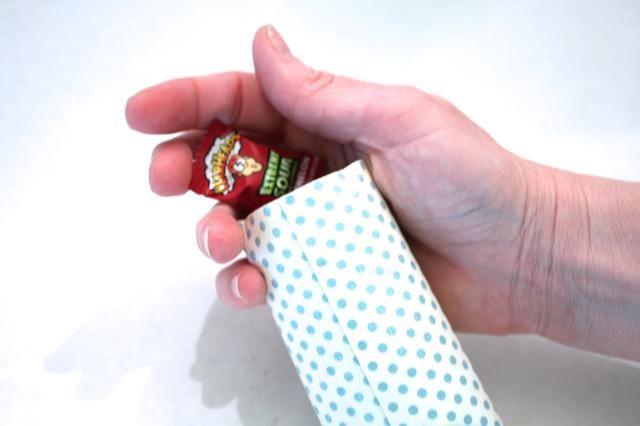 el pop de atrás abierta y se llenan de dulces, pequeños regalos, una tarjeta de regalo ....