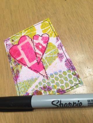 Pensé que las tarjetas necesitan un contorno alrededor del borde para hacer estallar el contorno negro alrededor de los corazones.