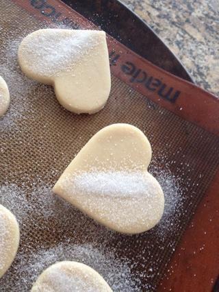 Otros, azúcar sólo la mitad y se moje la otra mitad una vez que's baked. Dip it in chocolate or candy coating