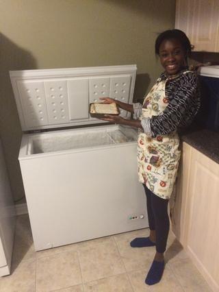 Coloque el pastel en el congelador durante la noche
