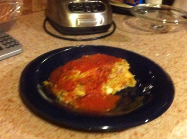 Dividir en 6 porciones, cubrir con la salsa 1/3 c (receta a continuación).
