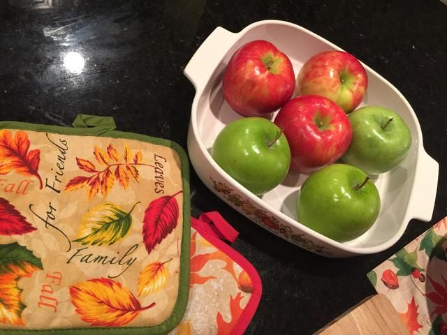 Puede crear un sabor único mediante el uso de diferentes tipos de manzanas. Solía Granny Smith y miel manzanas crujientes.