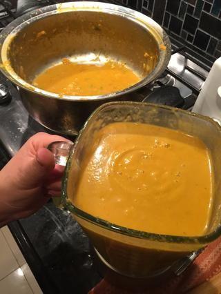 Una vez hecho esto mezcla se puede verter en la olla y calentar durante otros cinco minutos.