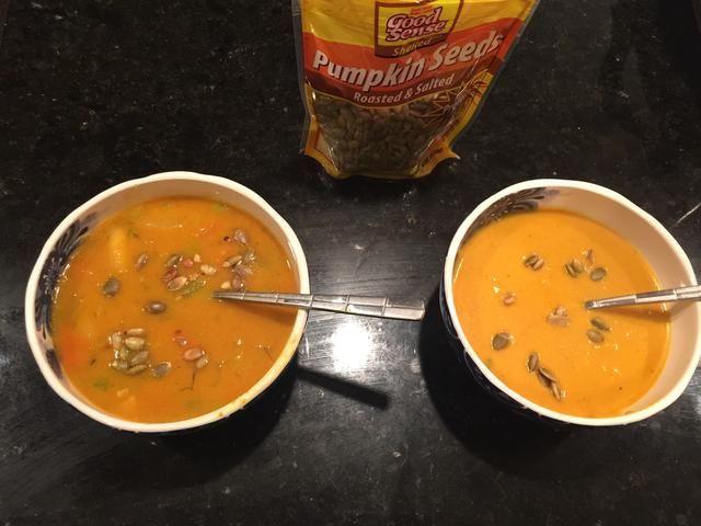 Entonces cuando esté listo plato y disfrutar! Usted puede agregar las semillas de calabaza como guarnición! Si te gusta una versión caldo de sopa de sopa fornida salte la mezcla.