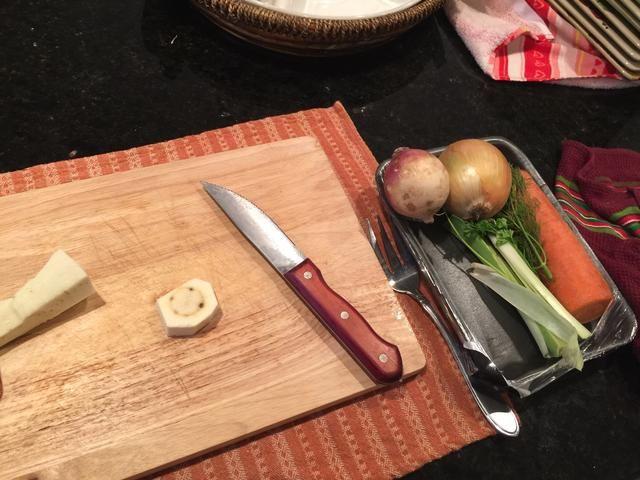 Proceda a lavar y cortar todas las verduras.