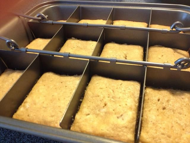 Utilicé una sartén brownie, pero se puede usar un molde para pasteles regulares