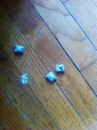 Asegúrese de usar un recipiente lo suficientemente grande o esto va a suceder ... Chow Cachorro en el suelo!