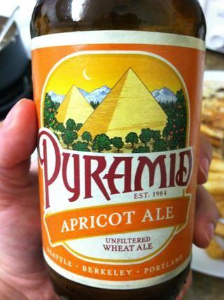 Sirva con una deliciosa cerveza.