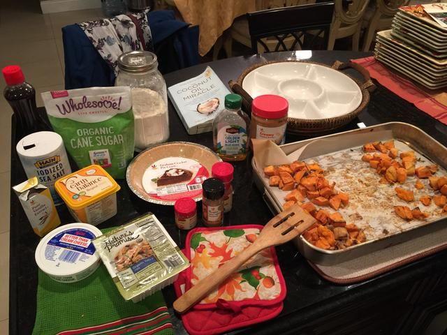 Ahora conseguir sus otros ingredientes a cabo ........ (La mantequilla de maní y la harina son para mi próxima receta) ......