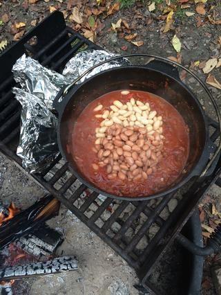 Agregue los frijoles le favoritas. 2 latas de beans- enjuagados y escurridos. Remover. Deje reposar a fuego durante 5 minutos. Retire del fuego y servir.