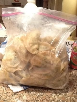 Usted puede freír hasta después de que've cooled or you can baggy it up to freeze. Do not refrigerate. Also, do not baggy them all like I did- freeze them in several smaller sized bags- easier to thaw.