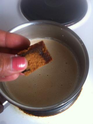 Hervir en la olla y agregar el azúcar de palma. yo'm using Indonesian palmsugar. It's slightly more darker and has coconut fragrance. Love it :)