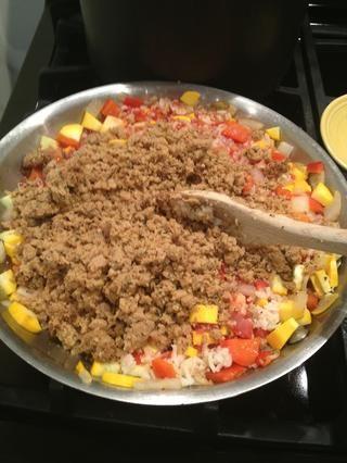 Añadir el tofu o el tempeh se desmorona.