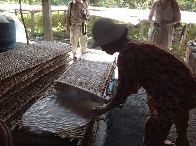 Luego se coloca sobre una rejilla para que esté listo para el secado.