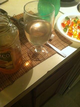 A continuación, puede hacer una bebida fuera de la izquierda sobre el vodka gomoso! (doesn't even taste like vodka)