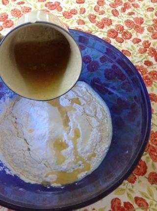 Añadir la mantequilla a la taza.