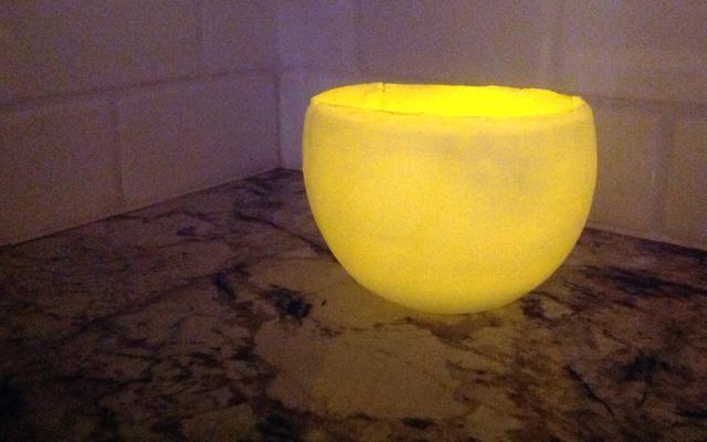 Coloque una vela sin llama té-luz en la luminaria. Disfrute de su nueva, hermosa decoración!
