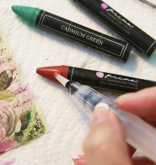 Toque el Waterbrush directamente a la punta pastel del aceite para obtener hermosos colores vivos,. (Esto es oscuro ocre, que añade gran sombreado.)