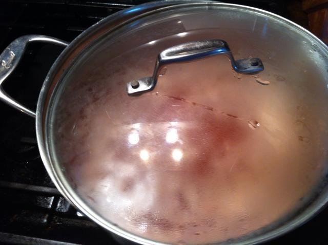 Que venga a calentar, luego gire calor hasta más. Poco a poco calentar la fruta hasta alto y hervir.