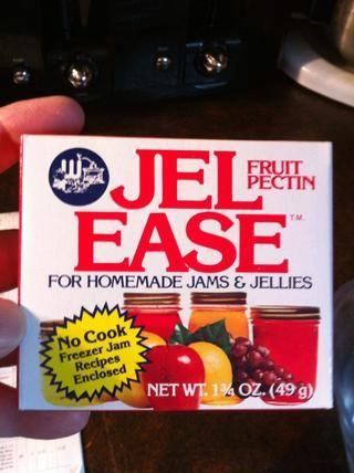 Coge tu fruta pectina, vegan amable. Lea las instrucciones de su marca. Ellos son diferentes. El mío dice utilizar 1 sobre al jugo de 4 tazas.