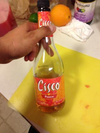 Yo lo hice por ahí, normalmente yo usaría triple sec, pero quería utilizar este complemento alrededor de la mitad de una taza!
