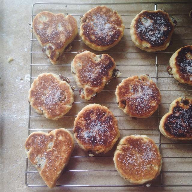 Saque el polvo de los pasteles con el azúcar cuando aún están calientes. ¡Disfrutar!