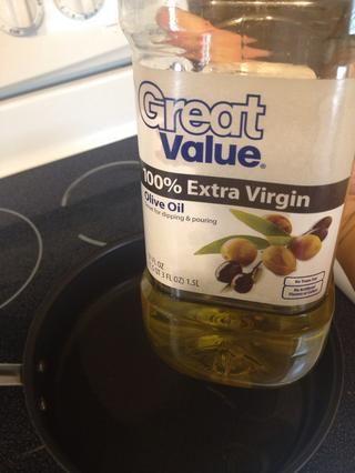 Agregue 2 cucharaditas de aceite de oliva.