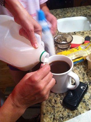 Añadir la leche.