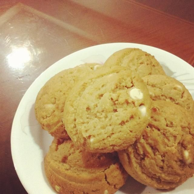 Después de unos 20 minutos, lo harían've set and you can indulge in this chewy & thick peanut butter cookie. With white chocolate chips. How can you resist?