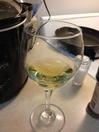 No hay nada malo con un poco de sabor del vino, mientras que sus especias se mezclan :-)