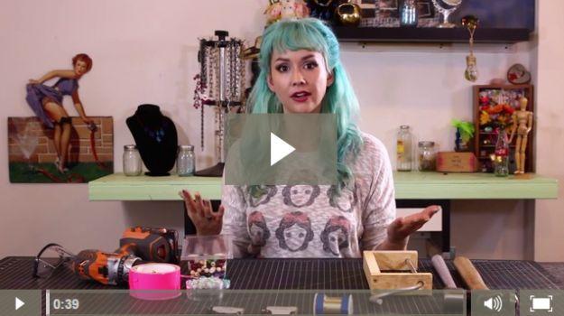 Aprender a hacer joyas de alambre con nuestros tutoriales alambre de embalaje | Una lección de 20 platos con las ideas de envoltura de alambre e inspiración para hermosa joyería hecha a mano | DIYREADY en http://artesaniasdebricolaje.ru/how-to-make-wire-jewelry-wire-wrapping-tutorials