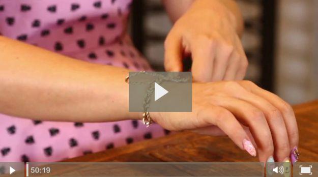 Envuelva su propia pulsera joyería de alambre de cobre | Vídeos Tutorial Diy para mostrar cómo las ideas de alambre de joyería por DiyReady http://artesaniasdebricolaje.ru/how-to-make-wire-jewelry-wire-wrapping-tutorials