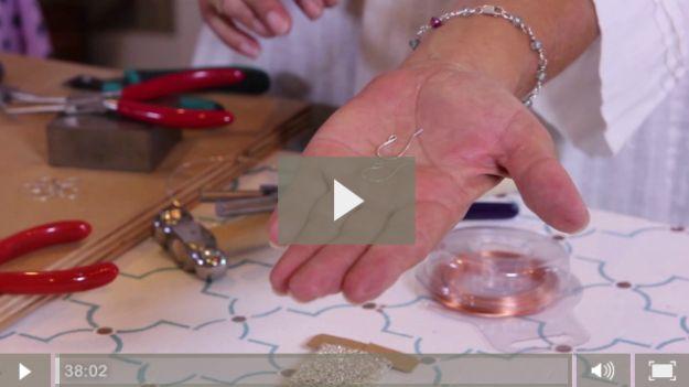 Hacer estos diseños de joyería de alambre a medida con nuestro instructor | Tutoriales DIY para los patrones de envoltura de alambre por DiyReady en http://artesaniasdebricolaje.ru/how-to-make-wire-jewelry-wire-wrapping-tutorials