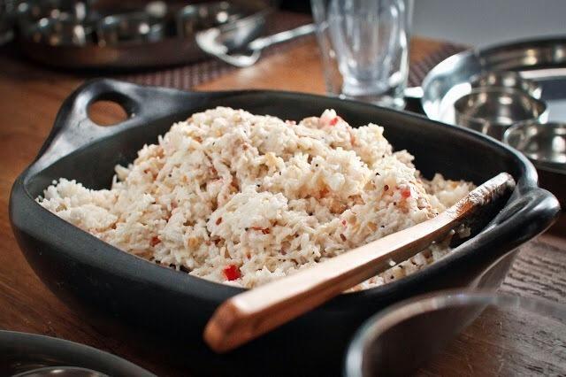 Mezcle todo junto. Asegúrese de que todo está mezclado. Servir la ensalada a temperatura ambiente.