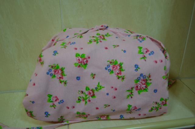 Cubra el molde con toallas viejas envolviéndolos alrededor de los bordes para mantener el calor. Se llama