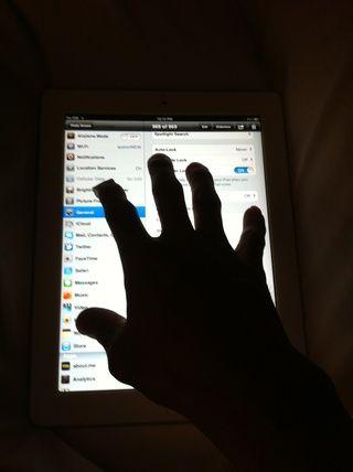 Usando los 5 dedos, se puede pellizcar para llegar a la pantalla de inicio, deslice el dedo hacia arriba para obtener su barra de multitarea, deslízate a la izquierda o derecha para cambiar entre aplicaciones. Ver vídeo en el siguiente paso.