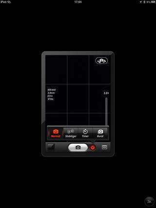 Descargar el cámara + app, tiene muchas características incluyendo flash delante de la cámara, la estabilización, el zoom digital, la exposición en vivo, caja de luz y muchos muchos otros y que sólo cuesta 0,69 £ (no estoy seguro acerca de dólares)